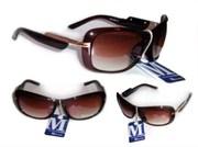 Солнцезащитные очки разных моделей.